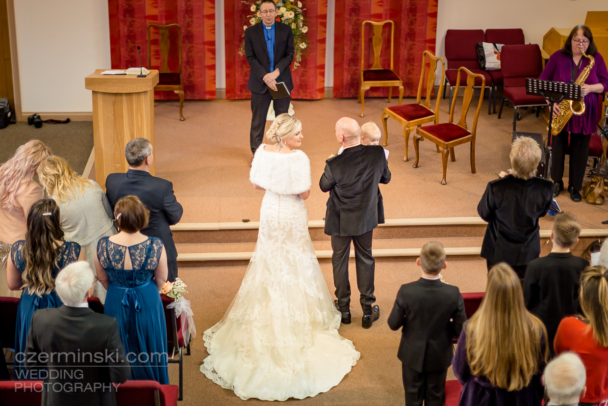 24-wedding-photography-Sutcliff-Baptist-Church,-Olney-England